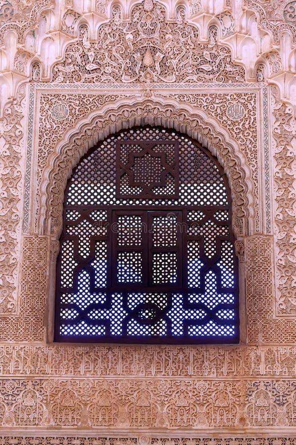 Janela Granada a Andaluzia de Alhambra Courtyard Moorish Wall Designs foto de stock royalty free