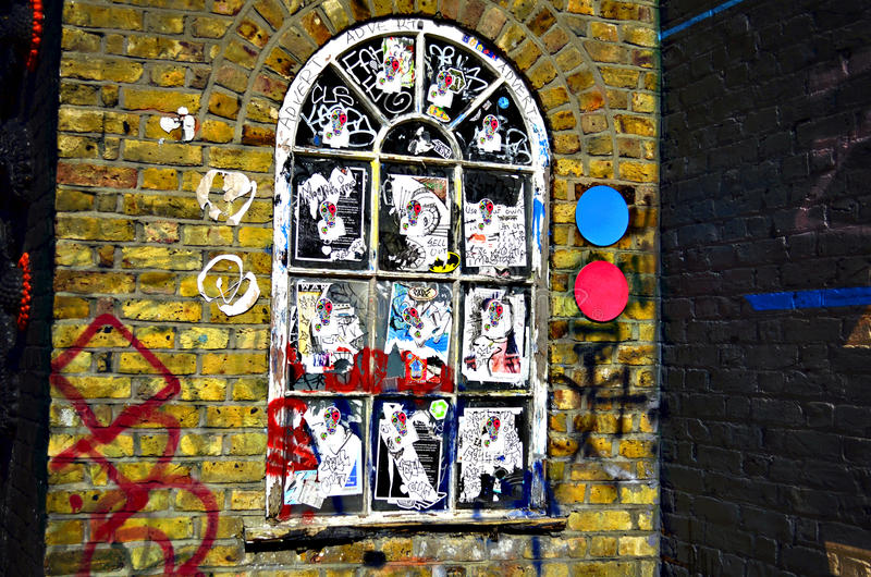Janela manchada do arco no Reino Unido emplastrado inteiramente com etiquetas imagens de stock royalty free