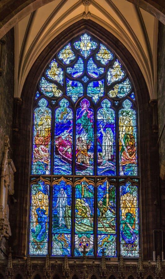 Janela manchada em St Giles Cathedral, Edimburgo, Escócia, Reino Unido fotos de stock