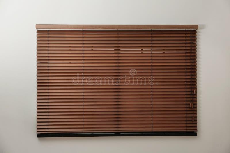 Janela moderna com as cortinas de madeira à moda fechados dentro foto de stock royalty free