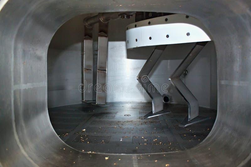 Janela na máquina para o wort de mistura da cerveja imagem de stock
