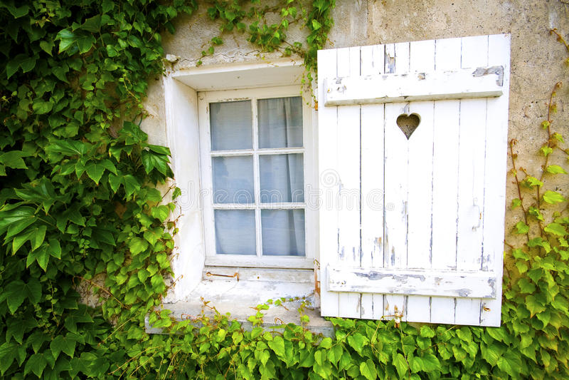 Janela rústica francesa fotos de stock royalty free