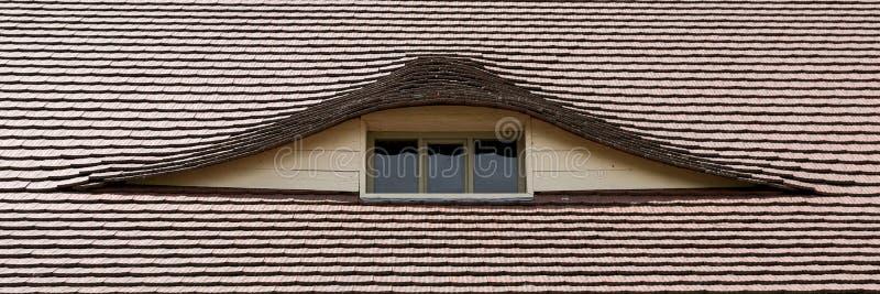 Janela semicircular no telhado fotos de stock