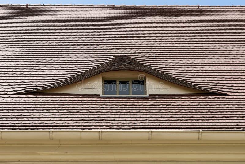 Janela semicircular no telhado foto de stock