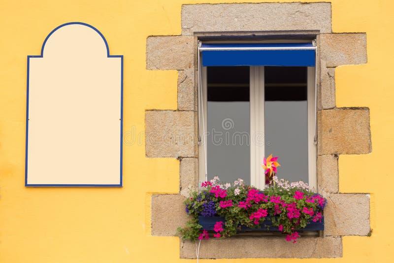 Janela tradicional de Brittany imagem de stock royalty free