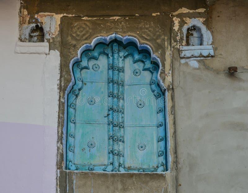 Janela tradicional do palácio indiano imagem de stock