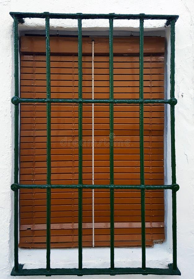 Janela velha com barras da segurança, grade de aço imagens de stock royalty free