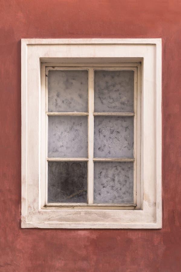 Janela velha parede onred do estuque fotos de stock royalty free
