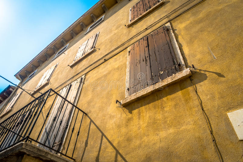 Janela Venetian, porta, arco, arquitetura de Itália imagens de stock