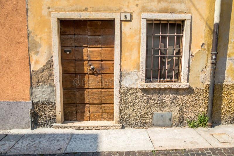 Janela Venetian, porta, arco, arquitetura de Itália fotografia de stock royalty free