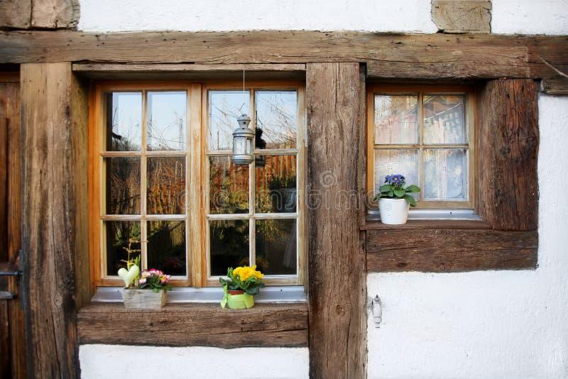 Janelas da madeira de rustica imagem de stock imagem de - Finestre in legno prezzi ...