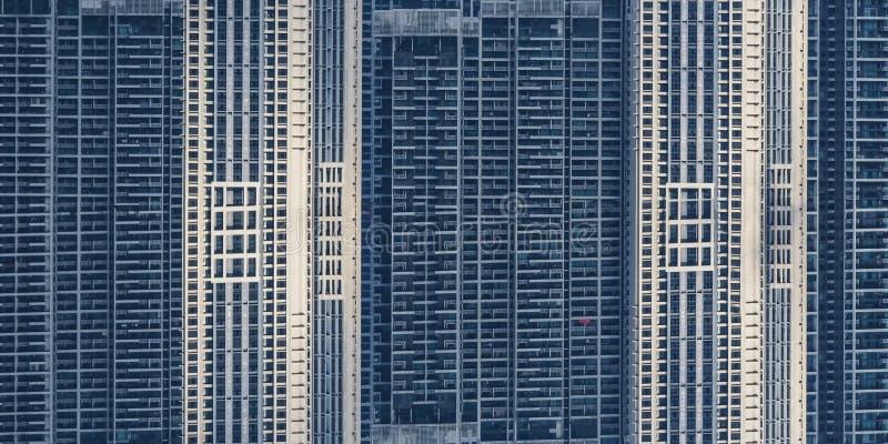 Janelas das construções do arranha-céus foto de stock royalty free