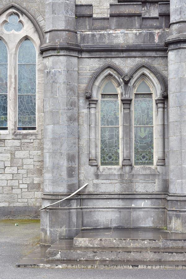 Janelas de pedra góticos da catedral imagem de stock royalty free