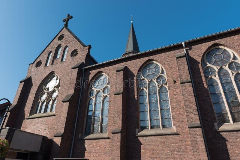 Janelas decorativas da igreja Católica em Hilden imagens de stock