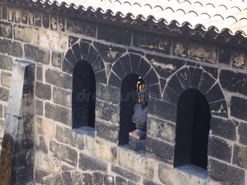 Janelas do arco - elementos da arquitetura de constru??o de pedra fotografia de stock