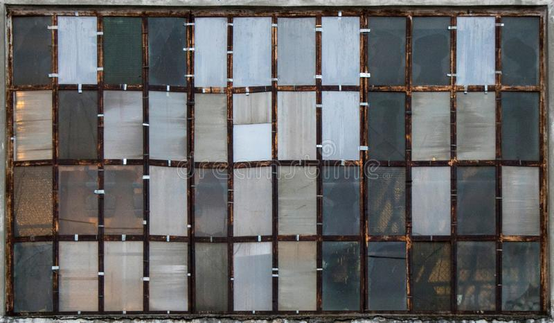 Janelas industriais como texturas imagem de stock royalty free