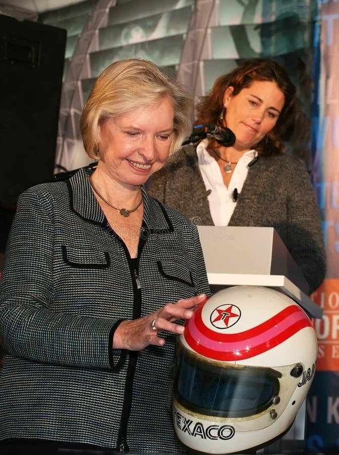 Janet Guthrie en Julie Foudy stock foto