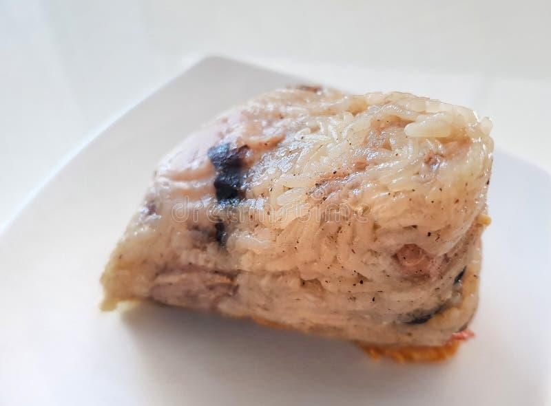 Jang &#x28 de los vagos; arroz Dumpling) Comida china de Zongzi en el plato blanco Uso para la página web/el fondo de la bandera, fotos de archivo libres de regalías