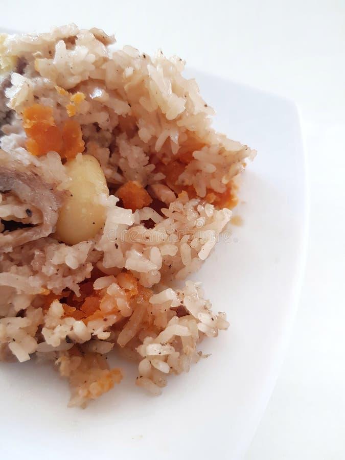 Jang &#x28 de los vagos; arroz Dumpling) Comida china de Zongzi en el plato blanco Uso para la página web/el fondo de la bandera, foto de archivo