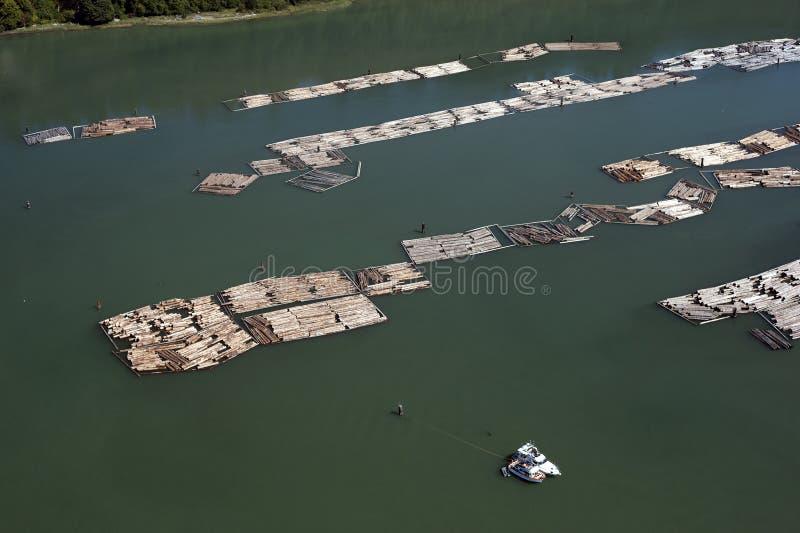 Jangada no mar por Ponto Cinzento em Vancôver imagens de stock