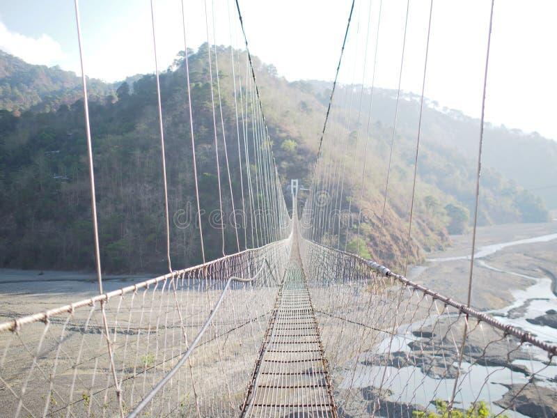 Jangjang hängande bro på Bokod, Benguet arkivfoton