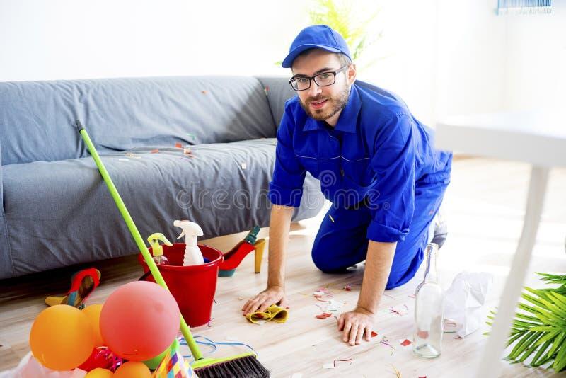 Janitor czyści bałagan zdjęcie royalty free