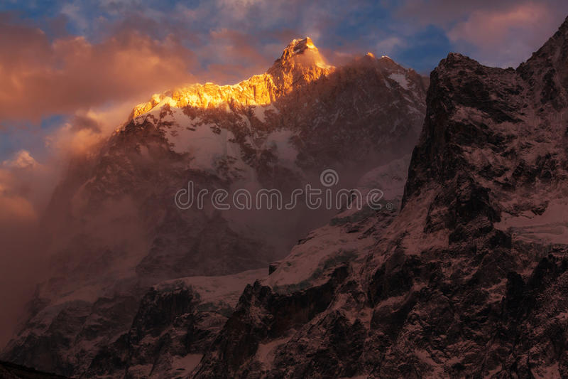 Jannu på solnedgången royaltyfria bilder