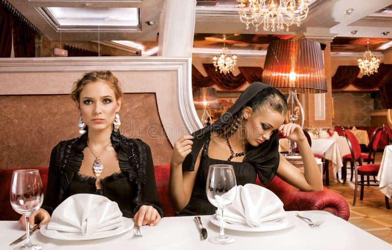 Jantando belezas fotografia de stock royalty free