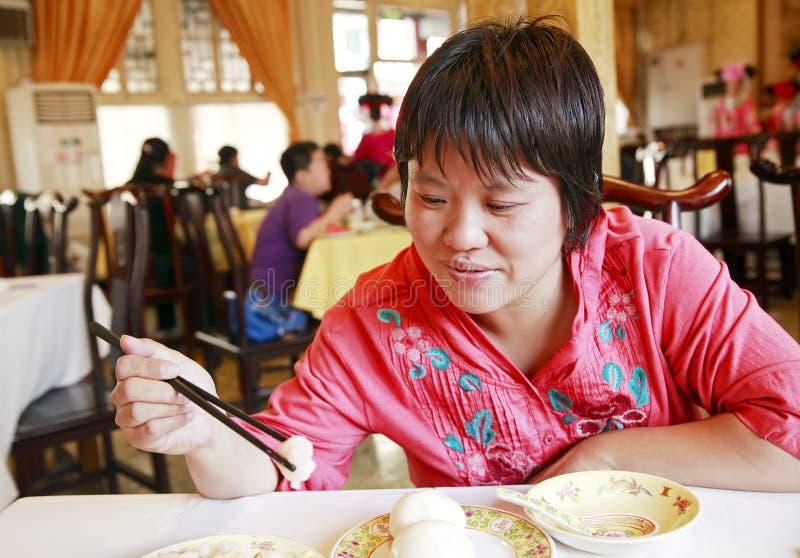 Jantar chinês da mulher fotos de stock