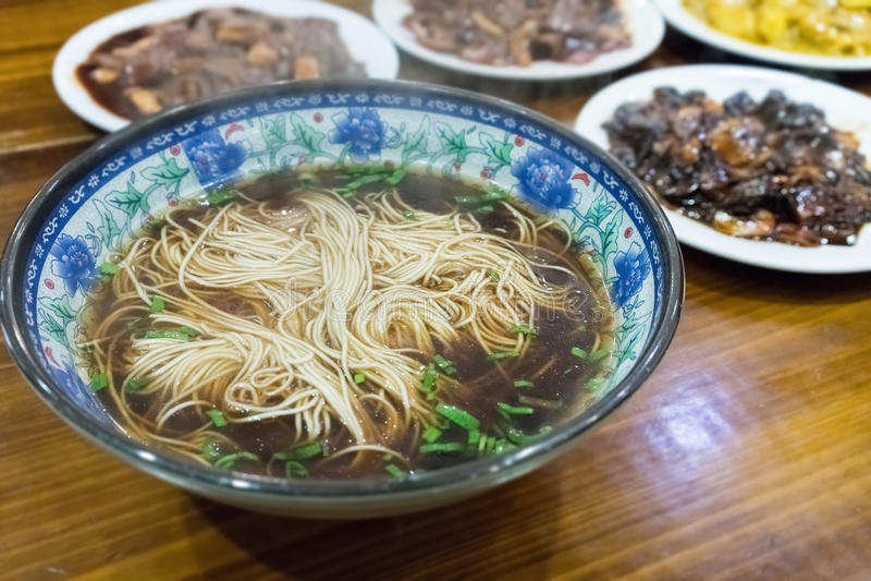 Jantar chinês dos macarronetes imagens de stock royalty free