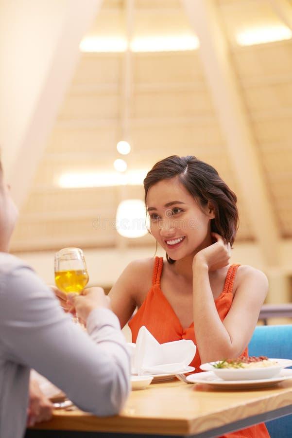 Jantar com noivo fotos de stock royalty free