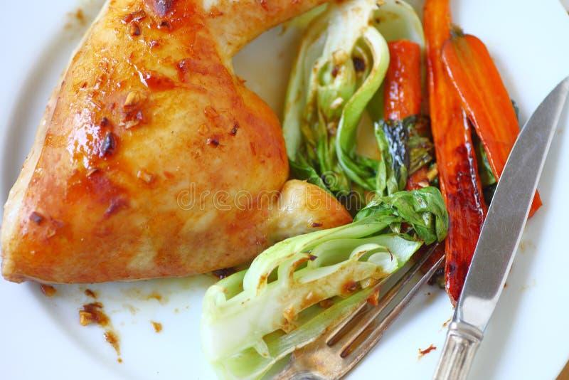 Jantar da galinha na placa das despesas gerais fotografia de stock royalty free