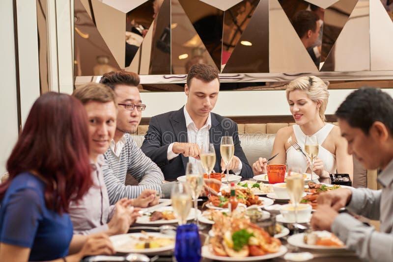 Jantar do restaurante imagens de stock royalty free