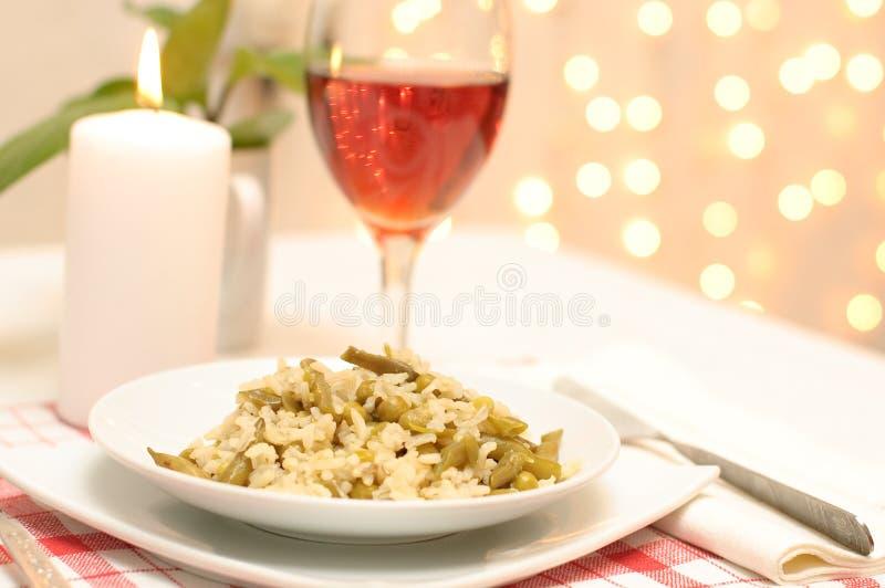 Download Jantar Do Vegetariano Com Um Serviço Imagem de Stock - Imagem de elegante, lunch: 12806167