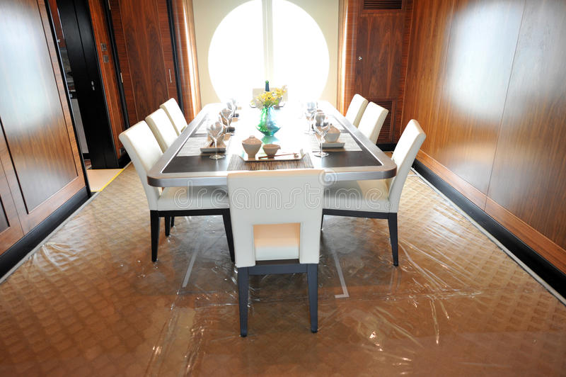 Download Jantar elegante foto de stock. Imagem de china, couro - 16855282