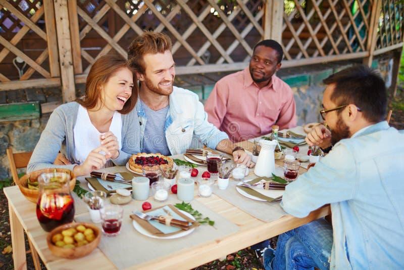 Jantar feliz fotografia de stock royalty free