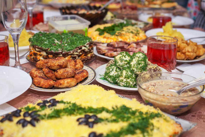 Jantar festivo em casa, dia de Natal fotos de stock