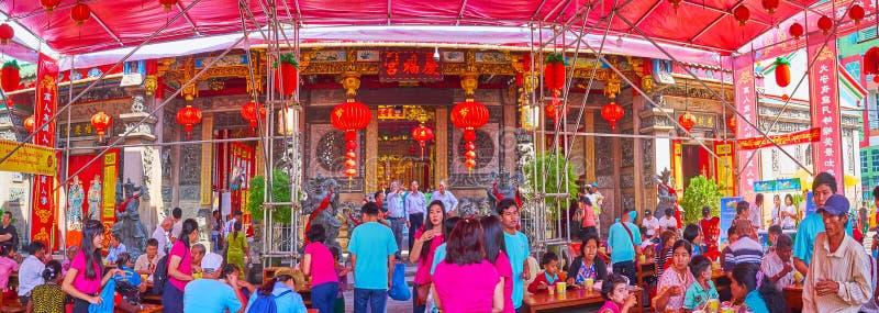 Jantar livre no Hock Keong Temple de Kheng, Yangon, Myanmar foto de stock royalty free