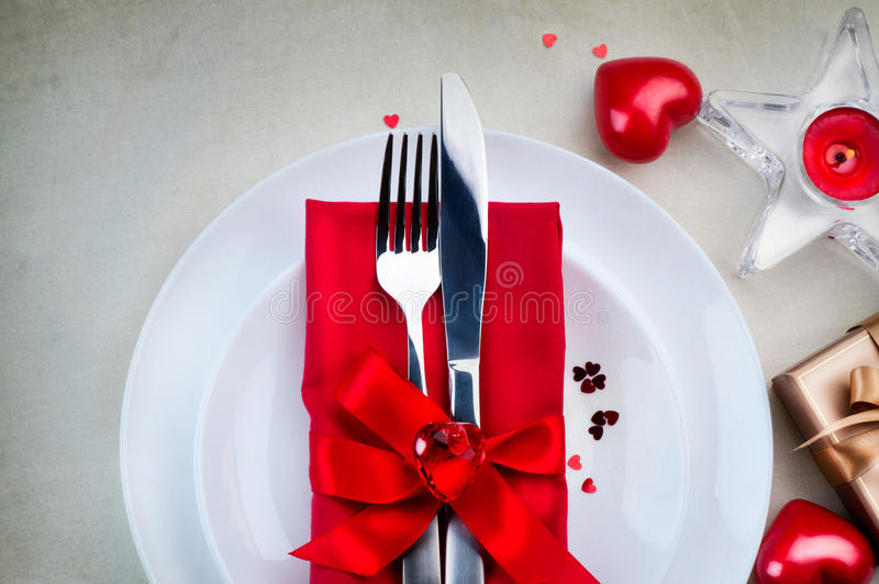 Download Jantar Romântico Do Dia De Valentim Foto de Stock - Imagem de cinzento, forquilha: 65575306