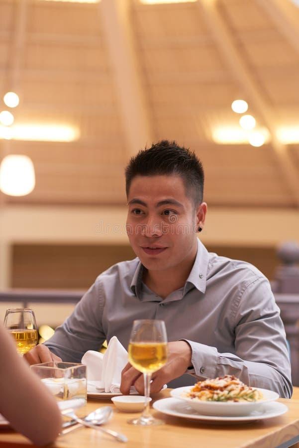 Jantar romântico no restaurante fotografia de stock