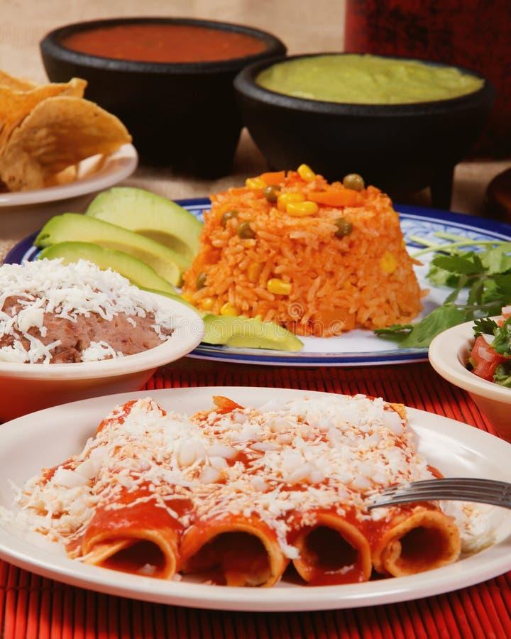 Jantar vermelho mexicano tradicional do enchilada imagens de stock