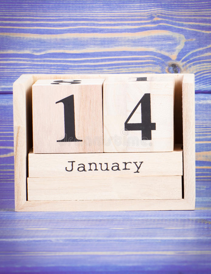 14. Januar Datum vom 14. Januar am hölzernen Würfelkalender lizenzfreie stockbilder