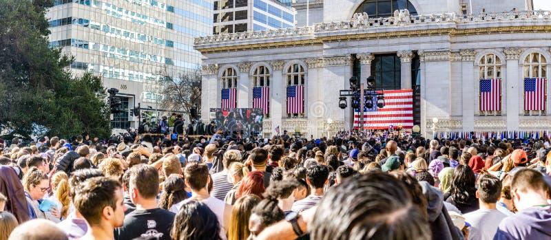 27. Januar 2019 Oakland/CA/USA - Leute, die an Kamala Harris für Präsidenten Campaign Launch Rally teilnehmen stockfotos