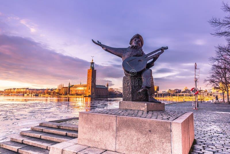 21. Januar 2017: Statue eines Musikers durch das Rathaus des Vorrates stockfotos