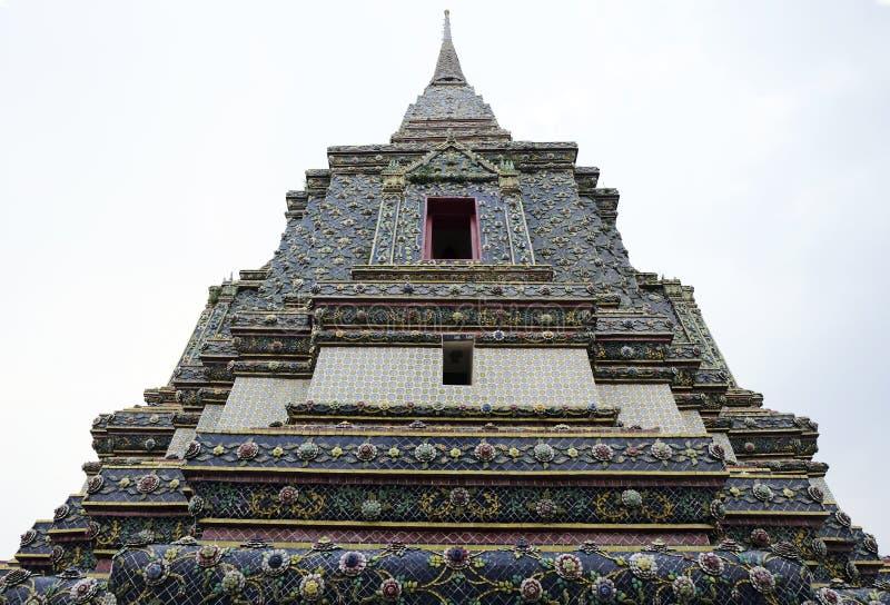 2 Januari 2019 BANGKOK THAILAND: Sluit omhoog van ingewikkelde stupa in Wat Pho-tempel, Grote pagode in Wat Phra Chettuphon Wimon royalty-vrije stock afbeelding