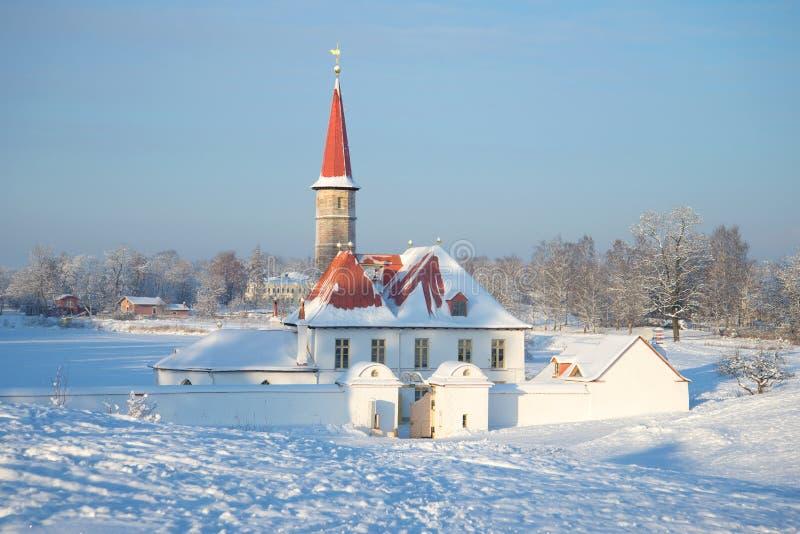 Januari kall dag på priorsklosterslotten Gatchina fotografering för bildbyråer