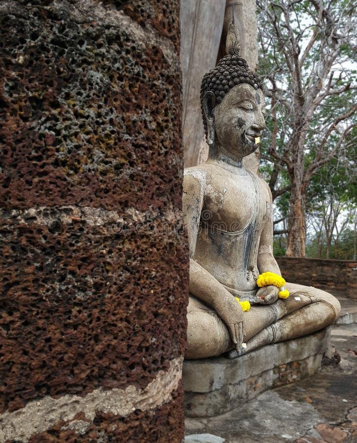 7 Januari 2019 Sukhothai Thailand: Wat Saphan Hin wordt gevestigd op een heuvel over 200 meters hoog en heeft grote bevindende Bo stock afbeelding