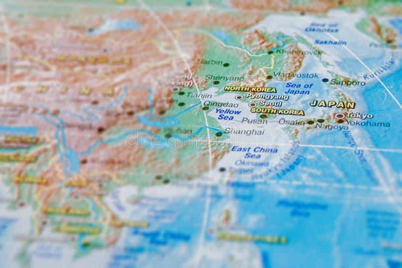 Jap?o e Coreia no fim acima no mapa Foco no nome do pa?s Efeito do Vignetting fotos de stock