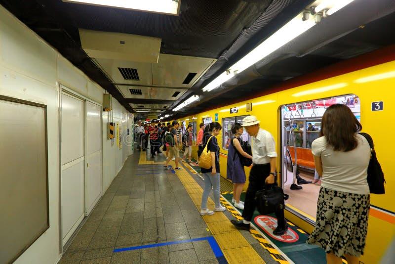Japan: De ondergrondse Trein kwam aan stock foto