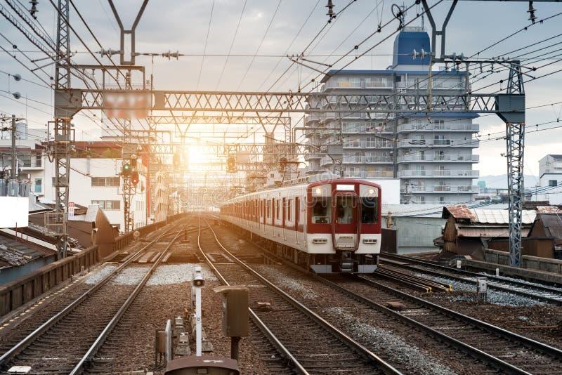 Japan drev på järnväg med horisont på Osaka, Japan för trans.bakgrund royaltyfri fotografi